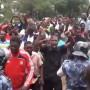 Les Lomeens refusent la fermeture de Legende FM
